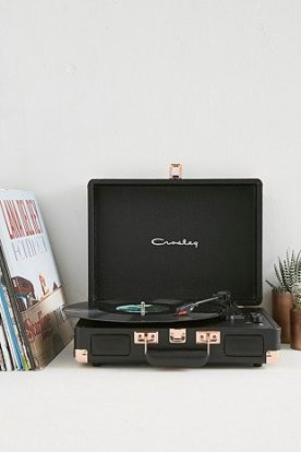 http://www.urbanoutfitters.com/fr/catalog/productdetail.jsp?id=5560633902345&category=RECORD-PLAYERS-EU